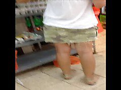 Upskirt at the supermarket 2